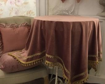"""""""Pink velvet"""" table cover"""