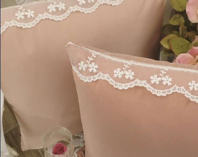 Pillow Taffeta and antique light pink lace