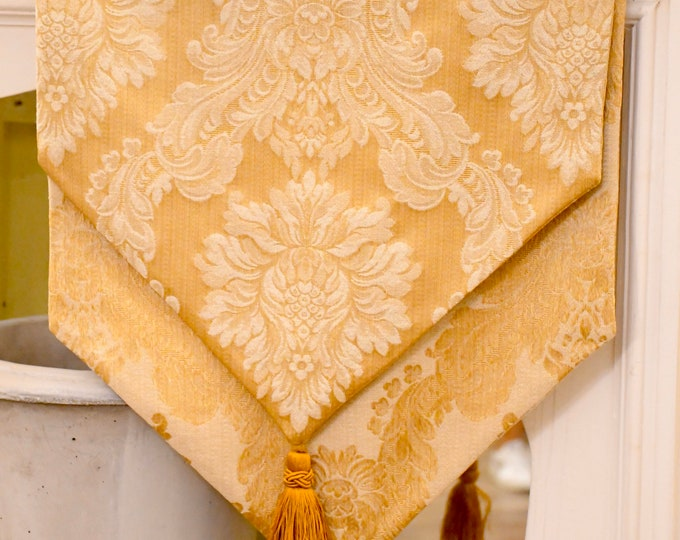 Runner gold damask with bows