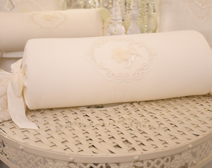Candy cushion in pure white linen and precious lace