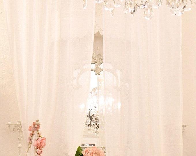 Shabbychic tent in white gauze