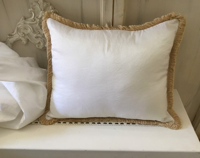 Cushion in white taffeta with trimmings