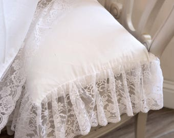 "Cushion in total white lace collection ""The Princesses"""