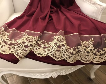 Bed skis /sofa in burgundy velvet and fine ivory lace