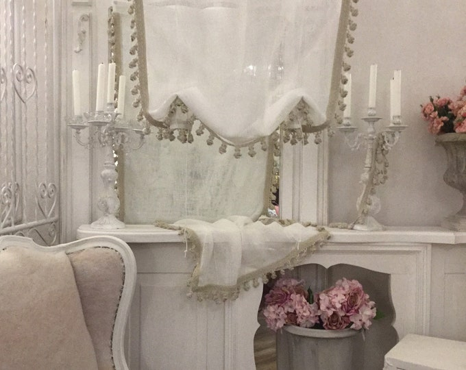 Linen gauze tent and package pompoms