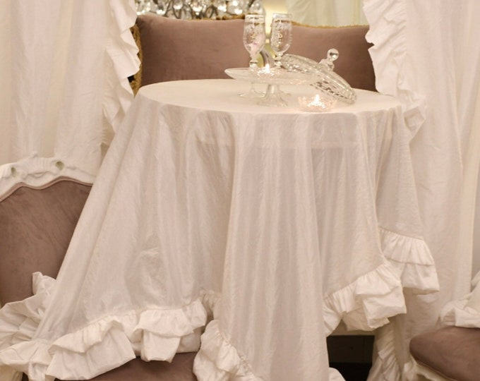Shabbychic tablecloth with voilant in total white taffetá