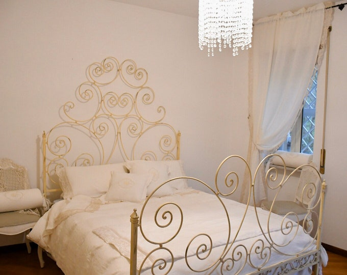 Old art wrought iron bed artivory