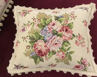 Luxury Gobelin pillows with chives