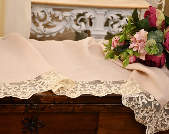 """Linen and lace centers """"Maria Carolina"""" collection"""