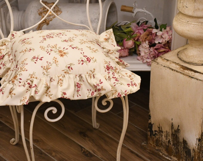 Flower pillow with shabbychic gala
