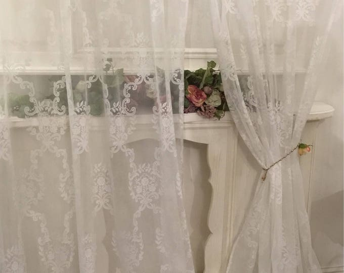 "shabbychic Tulle tent ""volute"" decoration"