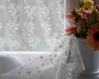 """Glass curtain in embroidered tulle """"Sissy"""""""