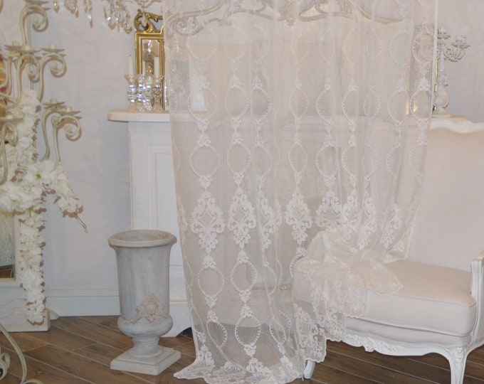 Shabbychic embroidered tent