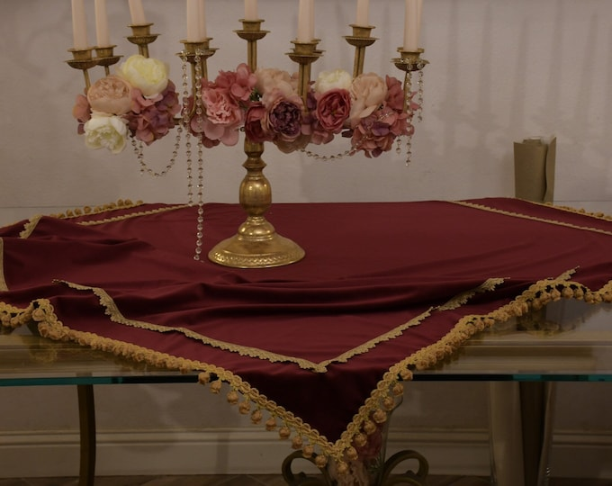 """""""Duchess"""" Velvet collection cover and antique gold trimpery"""