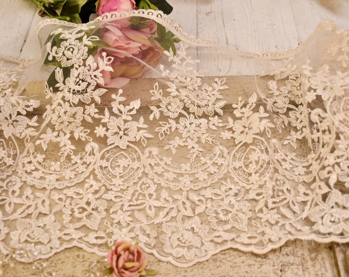 "White/ivory ""MariaVittoria"" antique lace"