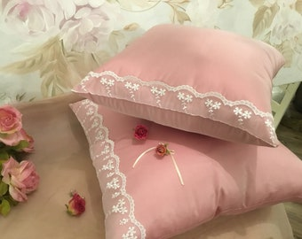 Taffeta pillow and pink light face powder