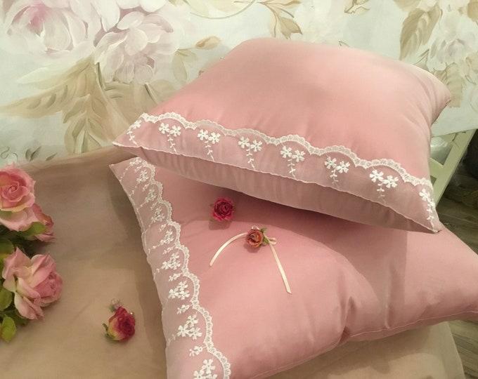 Taffeta pillow and pink light face powder