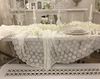 Tablecloth in macramé lace total white