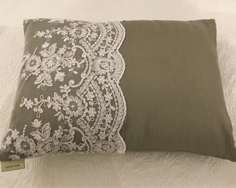 "Luxury pillow with ""VILLA VITTORIA"" lace"