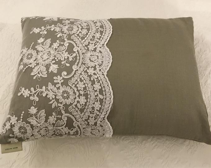 "Luxury pillow with ""VILLA VITTORIA"" lace"