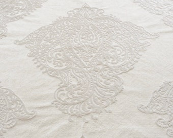 "Total white ""baroque"" fabric"