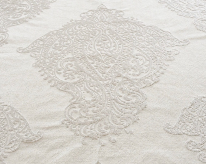 """Total white """"baroque"""" fabric"""