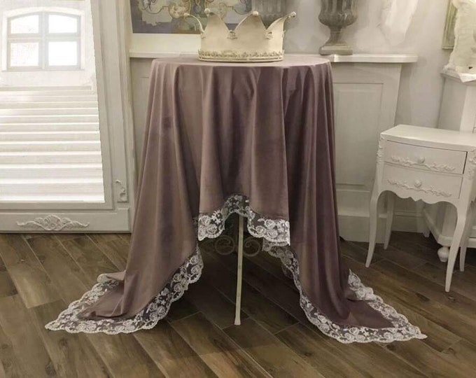 """Velvet lilac"" table cover with lace"