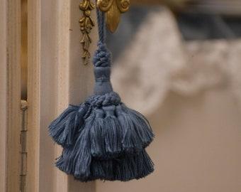 """Blue """"burlesche"""" key bow"""