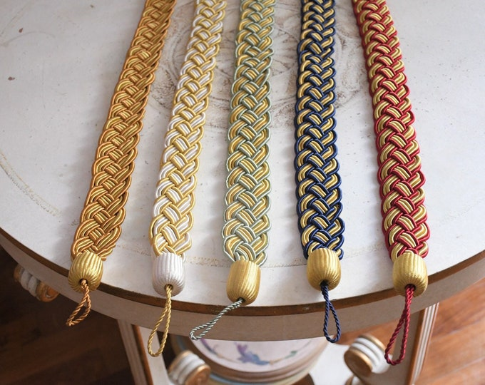 Embrasse braid bracelet for two-tone curtains