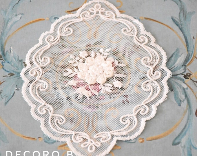 Embroidered tulle centrino