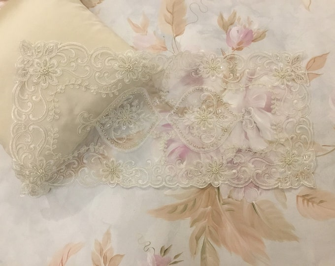 Runner lace and pearls antique style