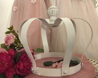 Handmade crown wedding decoration in faggianis workshops