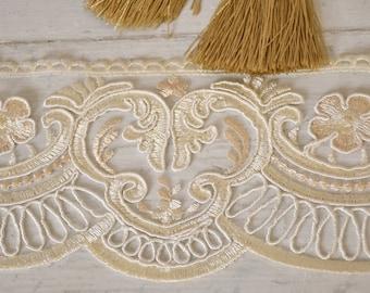 """Ivory and beige rebrodé lace """"Maria Regina"""" h cm 11"""
