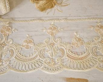 """Ivory and beige rebrodé lace """"Maria Regina"""" h cm 18"""
