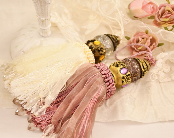 """Key bow """"Lily"""" pink and white decoration doors, furniture, Italian luxury"""