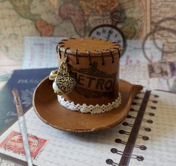 Steampunk Mini sombrero casco de cuero hecho a mano salvaje  3de1443f3a3