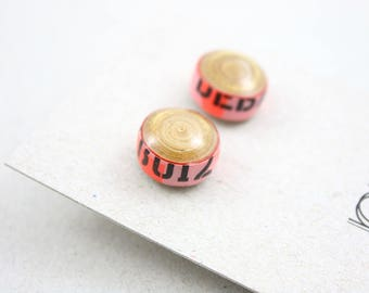 BO Clëo Clou Doré rond Papier Motif Lettres noirs, rose fluo et doré Graphique