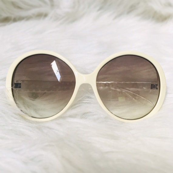 Vintage 1970s Round Cateye White Sunglasses
