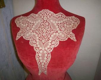 Unique Collar/inset 1910s antique lace(rosaline type) light cafe au lait  color