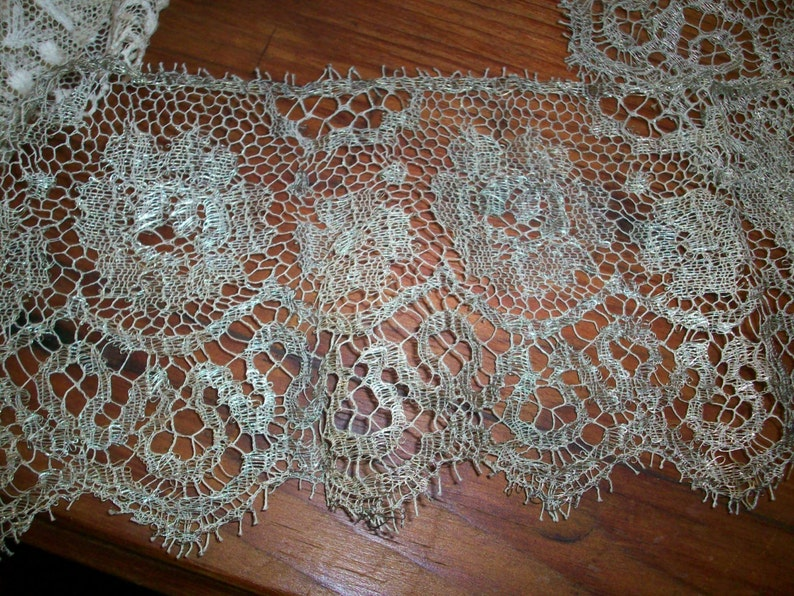 26 metal and silk lace silver