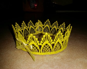 Baby crown in yellow