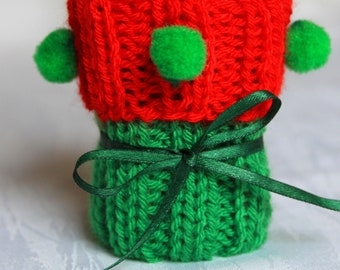 Chair socks red-green knitted with pompons set of 4