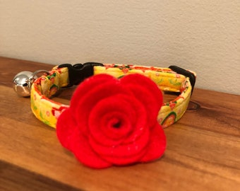 Yellow Garden Cat Collar with optional Flower, Bow Tie or Neck Tie.   Cat collars are adjustable and include a bell.  The bell can be easily