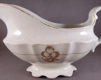 Dudson Wilcox and Till Royal Semi-Porcelain Gravy Boat (Gold Leaf) England
