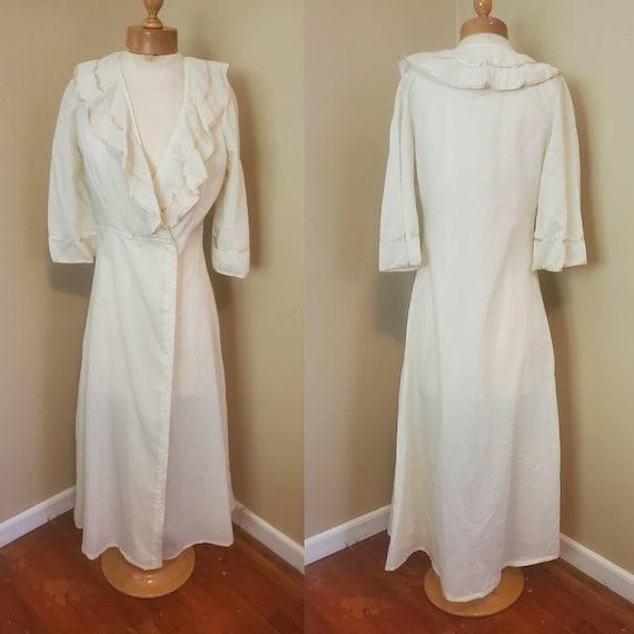 1950s cream robe with ruffles size small Peignoir