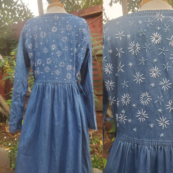 1990s embroidered denim daisy dress • medium