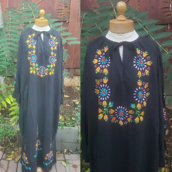 1960s black embroidered Mexican folk dress size me