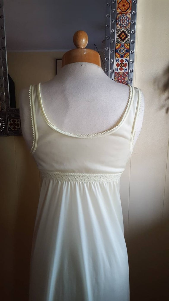 Little yellow nightgown 1960s yellow nightgowns s… - image 6