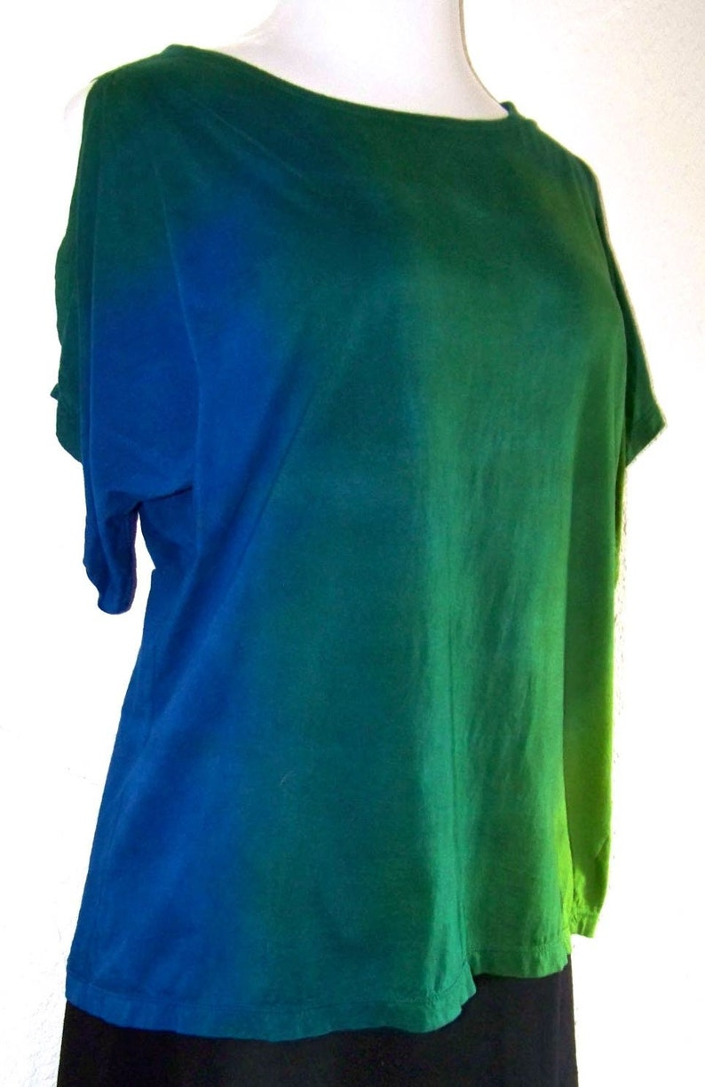 2019 SPRING COLORS  Green and Blue Ombre Dyed Split Sleeve Tee