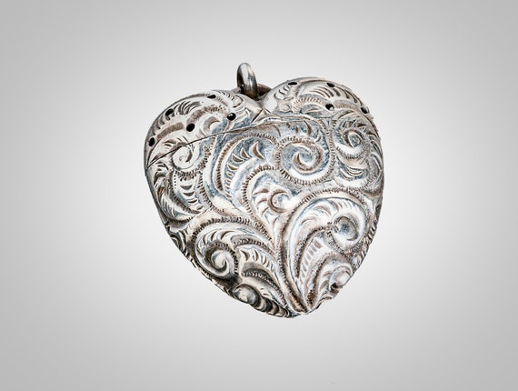 antique sterling puffed heart perfumer/vinaigrette